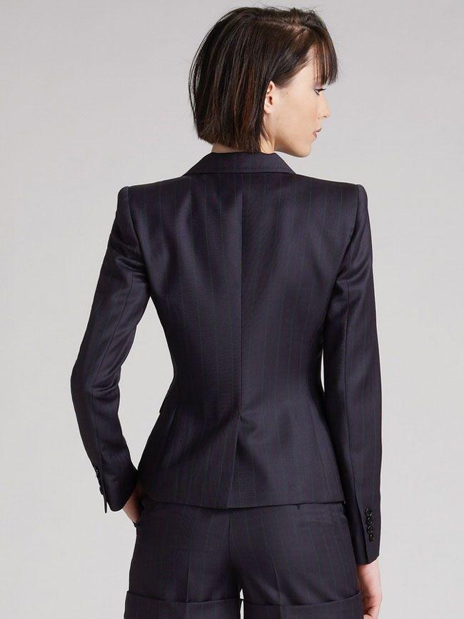 女西服套装M-08模特背面图