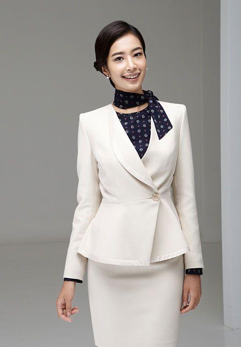 米白色女西服M-17模特图