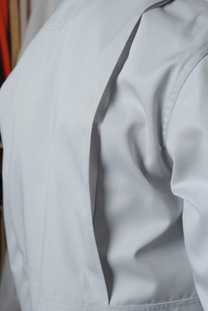松下工作服侧边活褶设计 增加活动量